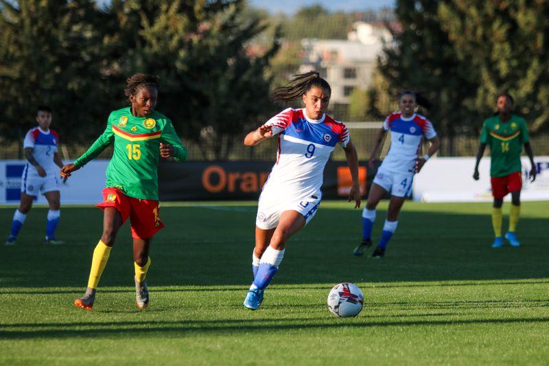 María José Urrutia, una de las buenas figuras de Chile ante Camerún.