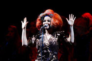 Björk, fuera de todo el espectro