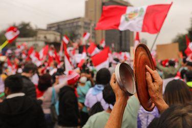 """Bachelet llama a la calma para evitar una """"fractura cada vez mayor en la sociedad peruana"""" tras elecciones presidenciales"""