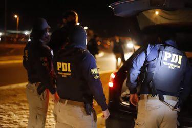 "PDI enfrenta a balazos a sujetos que realizaban una ""encerrona"" a un vehículo en Cerro Navia"