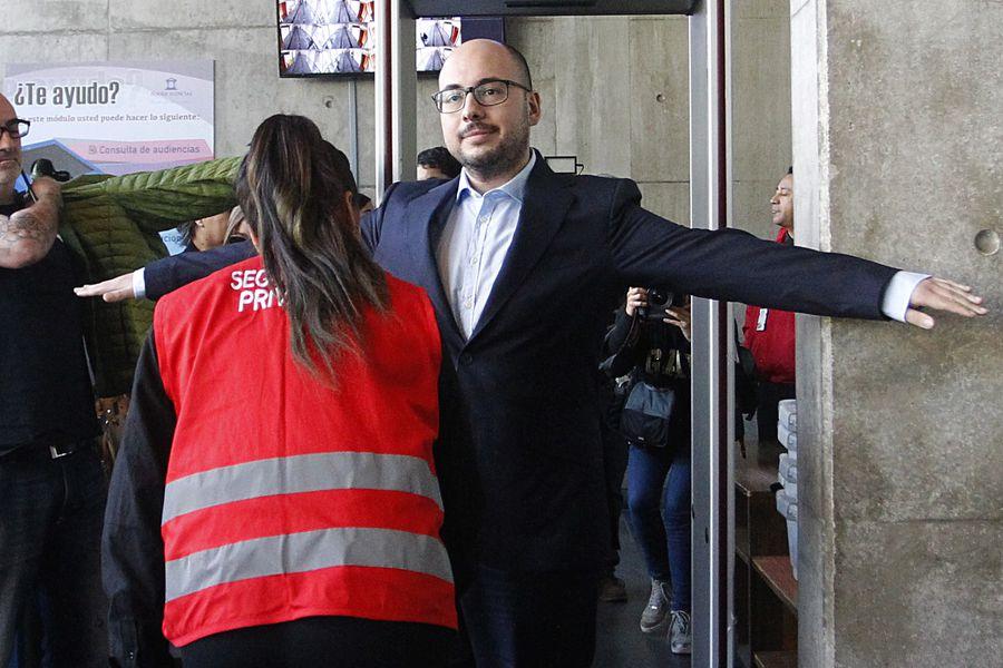 Formalizacion contra el cineasta Nicolas Lopez por los delitos de violacion y abuso