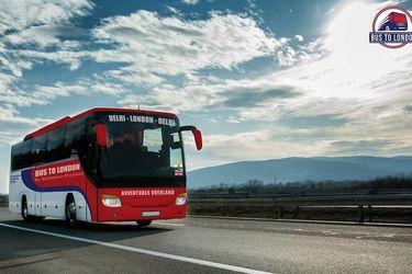 """Un viaje """"épico"""" en bus en tiempos de pandemia: De Nueva Delhi a Londres en 70 días"""
