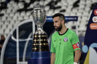¿De la Roja o del fútbol? Bravo bromea con Isla sobre el retiro si Chile es campeón de la Copa América