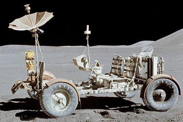 1200px-Apollo15LunarRover