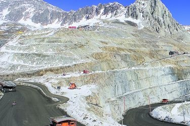 Ejecutivo juega sus últimas cartas por ley de glaciares, ante inminente aprobación en Comisión