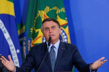 """Bolsonaro está """"estable"""" tras operación para extraer un cálculo en la vejiga"""