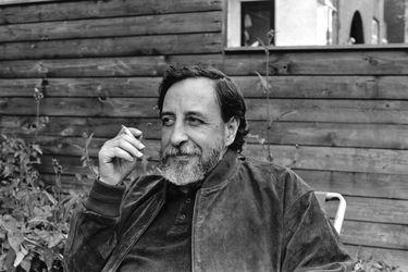 Poesía audiovisual: revisa a diez poetas nacionales leyendo sus versos en Youtube (sin Neruda ni Mistral)
