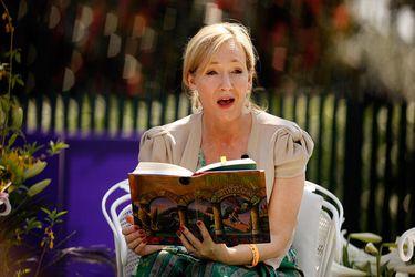 """""""Son atroces, hirientes, ignorantes"""": librería retira los libros de Harry Potter por dichos transfóbicos de J. K. Rowling"""