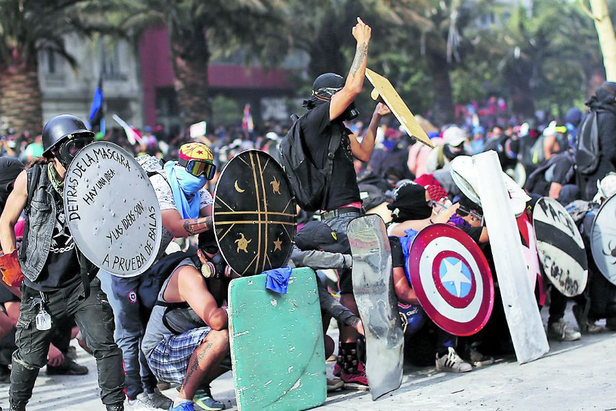 Protest against Chile 's government in Santiago (47323088)
