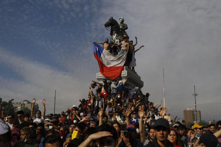 Miles de personas llegan a Plaza Italia