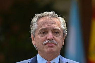 Activos argentinos no logran revertir malhumor inversionista y el riesgo país supera una barrera sicológica por las dudas económicas