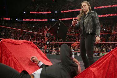 El desordenado debut oficial de Ronda Rousey en la WWE