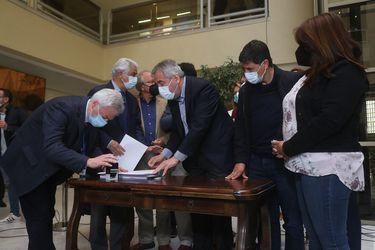 Diputados de oposición ingresan Acusación Constitucional contra el Presidente Sebastián Piñera