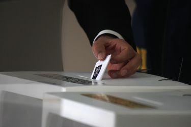 """""""Esto es un escándalo"""": Parlamentarios acusan cierre de mesas y la imposibilidad de los electores para ejercer su voto"""
