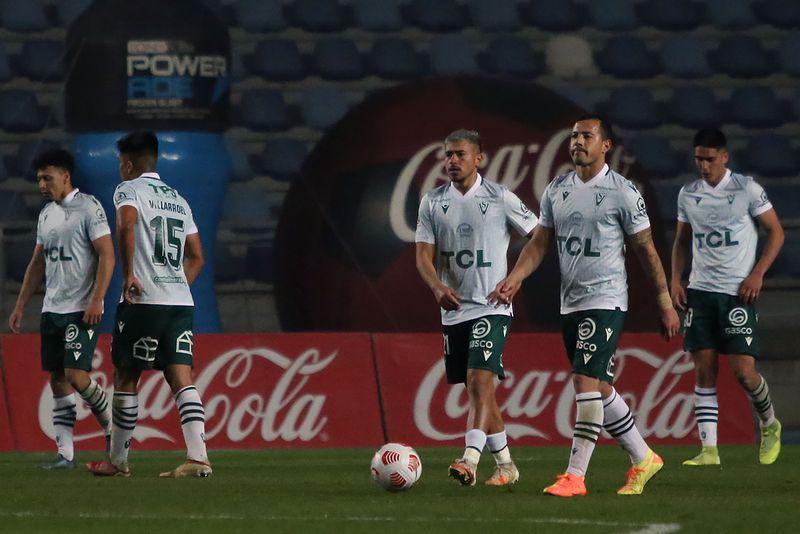 La desazón de los jugadores de Santiago Wanderers tras la caída ante Audax Italiano