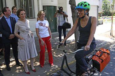 """Todo sobre ruedas"" para la ministra Gloria Hutt y la alcaldesa Evelyn Matthei. Foto: AgenciaUno"