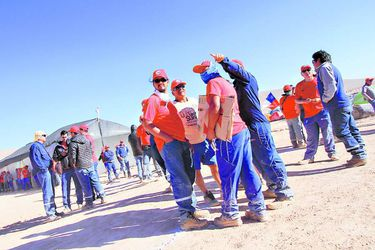 ANTOFAGASTA Trabajadores continúan en campamento durante huelga de Minera Escondida