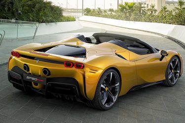 Zlatan Ibrahimovic: de ladrón de autos a regalarse un Ferrari SF90 Spider