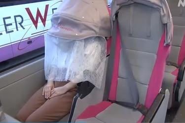 La llamativa protección que instaló una línea de buses en Japón para evitar la propagación del coronavirus
