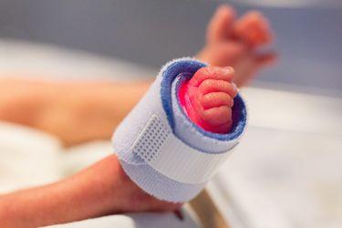 Tres veces más riesgo de padecer Covid-19 grave tienen las personas menores de 70 años que nacieron con bajo peso