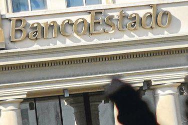 Advierten sobre complejidad de proyecto que impide a bancos descontar dinero de ayuda social