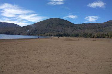 """Lago Caburgua se seca y revive """"fantasma"""" de un fenómeno que ya sufrió hace 80 años"""