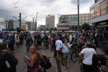 Miles protestan en Alemania por medidas contra el Covid-19