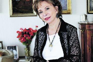 """Isabel Allende: """"Me atrevo a soñar que este puede ser el comienzo del fin del patriarcado"""""""