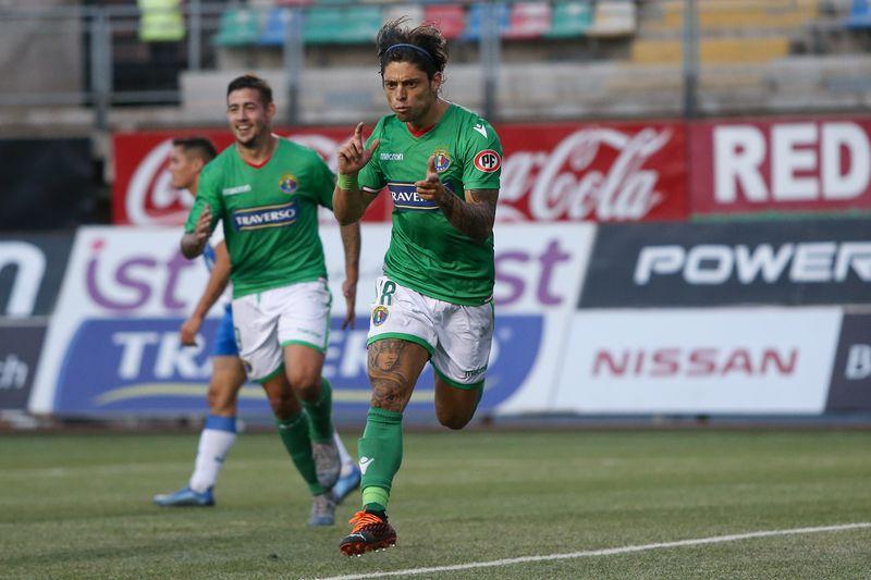 Joaquín Montecinos, tras marcar el segundo gol de Audax Italiano en el último enfrentamiento entre ambos, el que finalizó 2-2.
