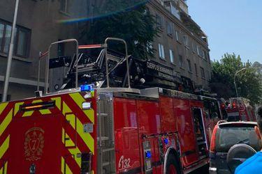 Incendio en edificio en la comuna de Providencia obliga evacuación de residentes