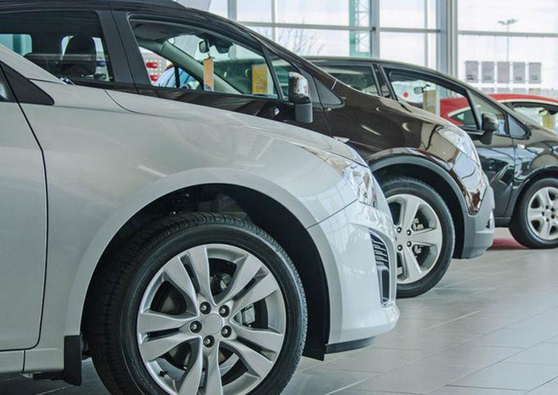 Ventas de autos nuevos se disparan y se elevan las proyecciones para el año
