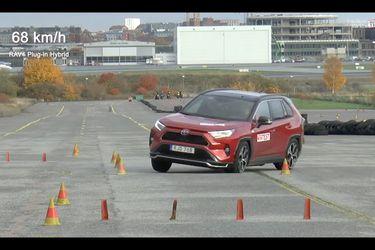 El nuevo Toyota RAV4 híbrido enchufable mostró un pobre rendimiento en el Test del Alce