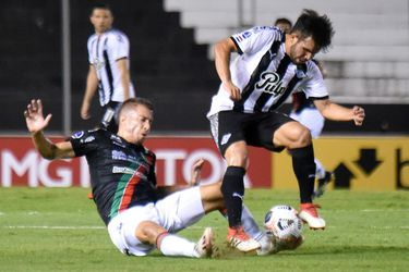 El expulsado Agustín Farías fue el villano de la derrota de Palestino ante Libertad, en la Copa Sudamericana.