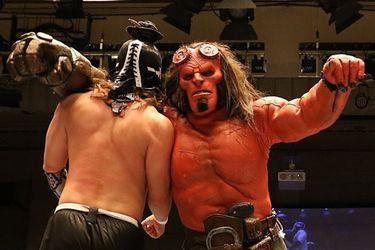 Hellboy podrá retirarse invicto tras ganar en su debut en la lucha libre