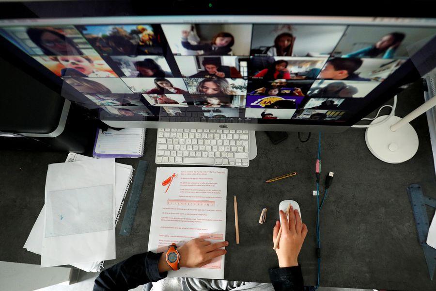 Educación en línea en cuarentena: ¿Cómo ser más que un docente que lee diapositivas y entusiasmar a los alumnos? - La Tercera