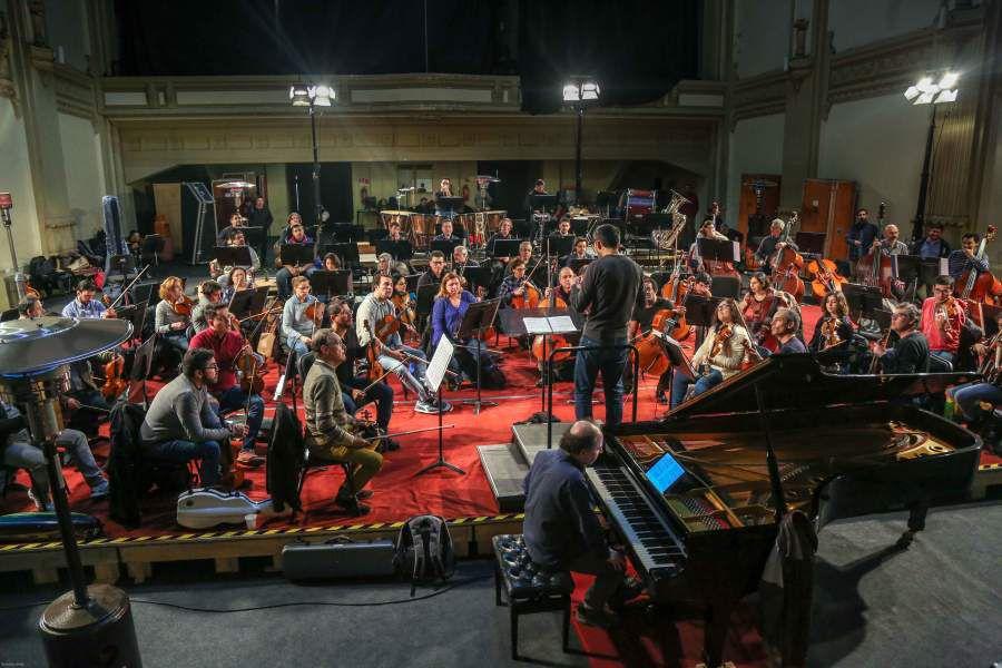 Ensayo de la orquesta sinfonica de chile en el teatro novedades.