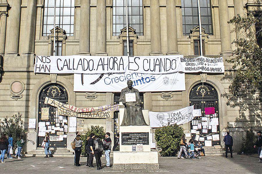La sede central de la UC ha sido escenario de manifestaciones en los últimos meses. Foto: Archivo