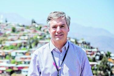 """Ex funcionarios de Lo Barnechea denuncian """"persecución política"""" del alcalde Cristóbal Lira"""