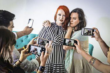 """Shirley Manson y Daniela Vega: """"Queremos elevar las voces de las mujeres, porque seguimos en peligro"""""""
