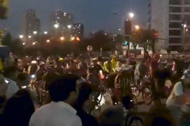 Masiva manifestación nocturna de ciclistas en distintos puntos de Santiago