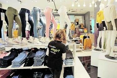 Puestos de trabajo del sector retail profundizan su caída en el tercer trimestre