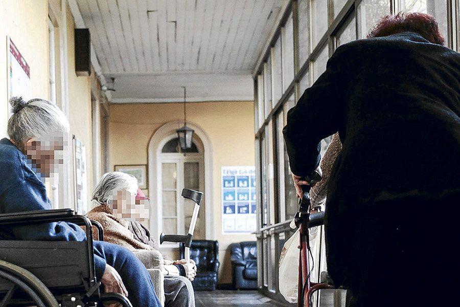 adultos mayores hogar de ancianos