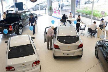 Bloomberg: en la economía más caliente del mundo, los chilenos esperan 13 meses por un auto nuevo