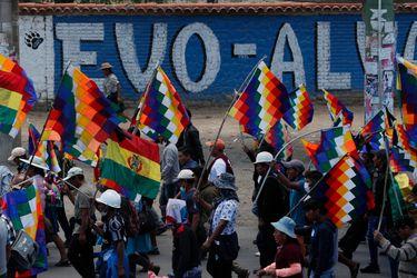 """Gobierno interino de Bolivia califica como """"delicada"""" la relación con Argentina y anuncia queja ante la ONU"""