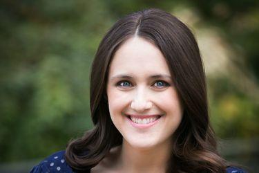 """Becky Albertalli, escritora: """"Espero que la inclusividad en la literatura juvenil siga creciendo"""""""