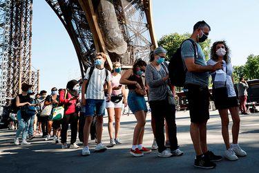 Largas filas y mascarillas: Así fue la reapertura de la Torre Eiffel