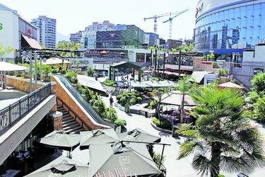 Parque Arauco vende el 49% de su participación en dos centros comerciales en Colombia