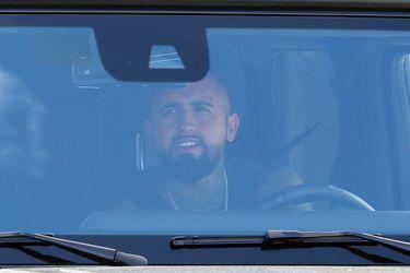 Vidal se despide de Messi y sus compañeros del Barcelona
