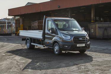 A las versiones furgón y minibús, ahora Ford suma el Transit chasis cabina