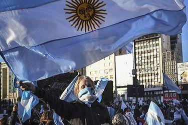 Argentina suma cerca de 13.500 nuevos contagios y otras 406 muertes